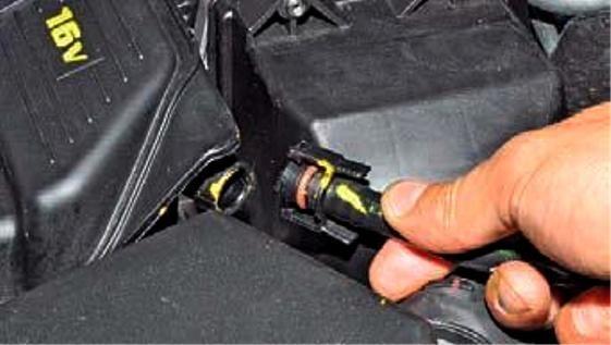 Замена вакуумного усилителя тормозов duster Замена масла в двигателе мондео 4